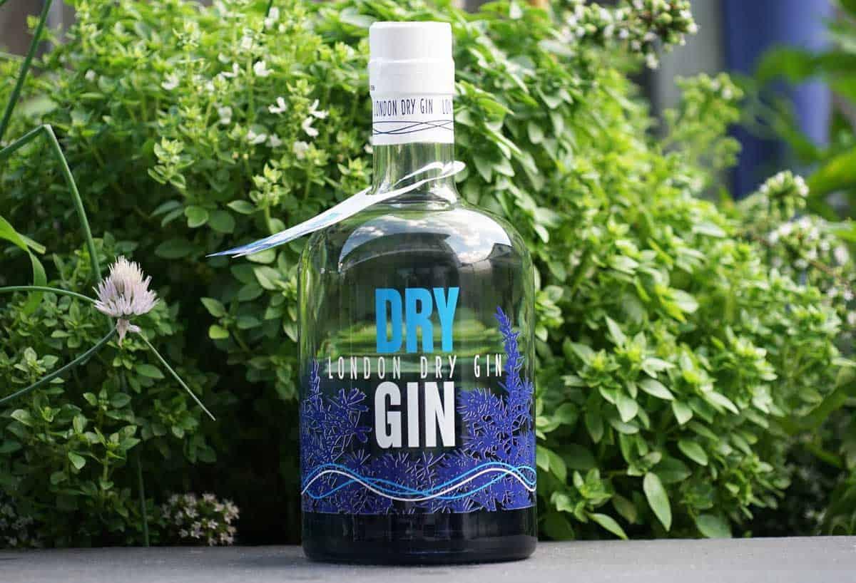 aus was wird gin hergestellt