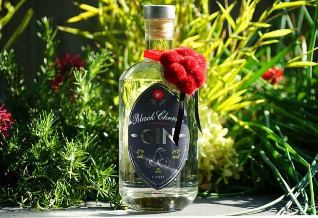Eine Flasche des Black Cherry Gins