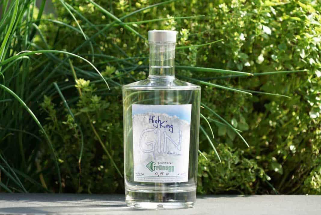 Eine Flasche des High King Gins
