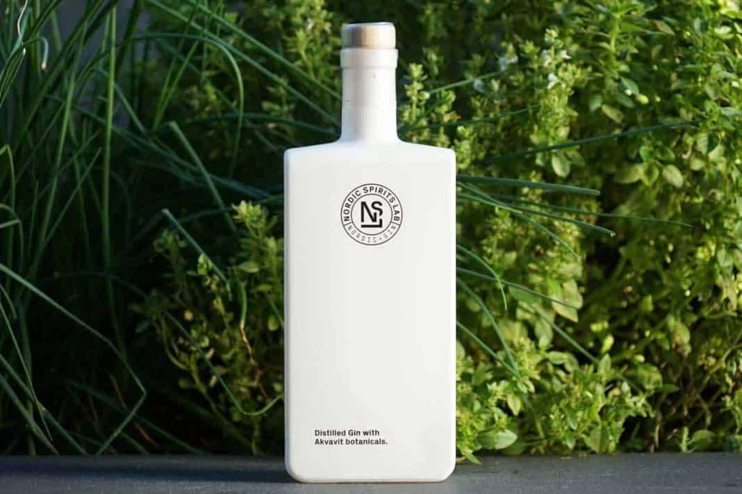 Eine Flasche des Nordic Spirits Lab Gins