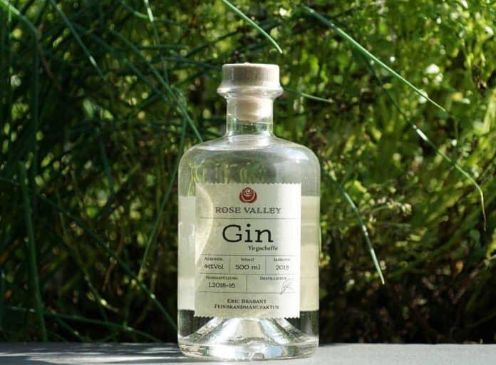 Eine Flasche des Rose Valley Yirgacheffe Gins