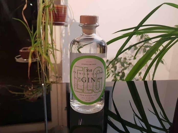 Eine Flasche des ELG Gin No. 1