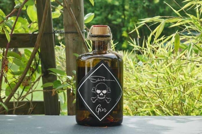 Eine Flasche des Stratmann Gins