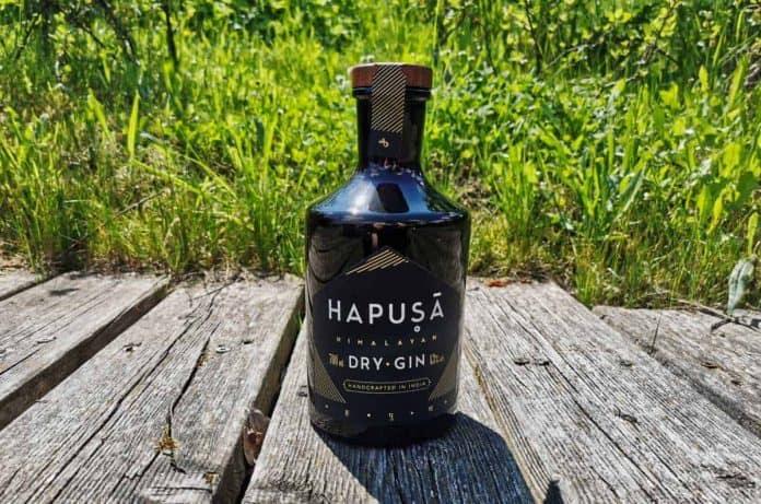Eine Flasche des Hausa Himalayan Gins