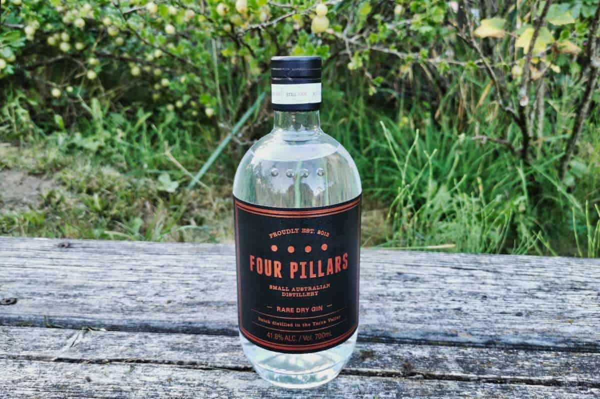 Eine Flasche des Four Pillars Rare Dry Gins
