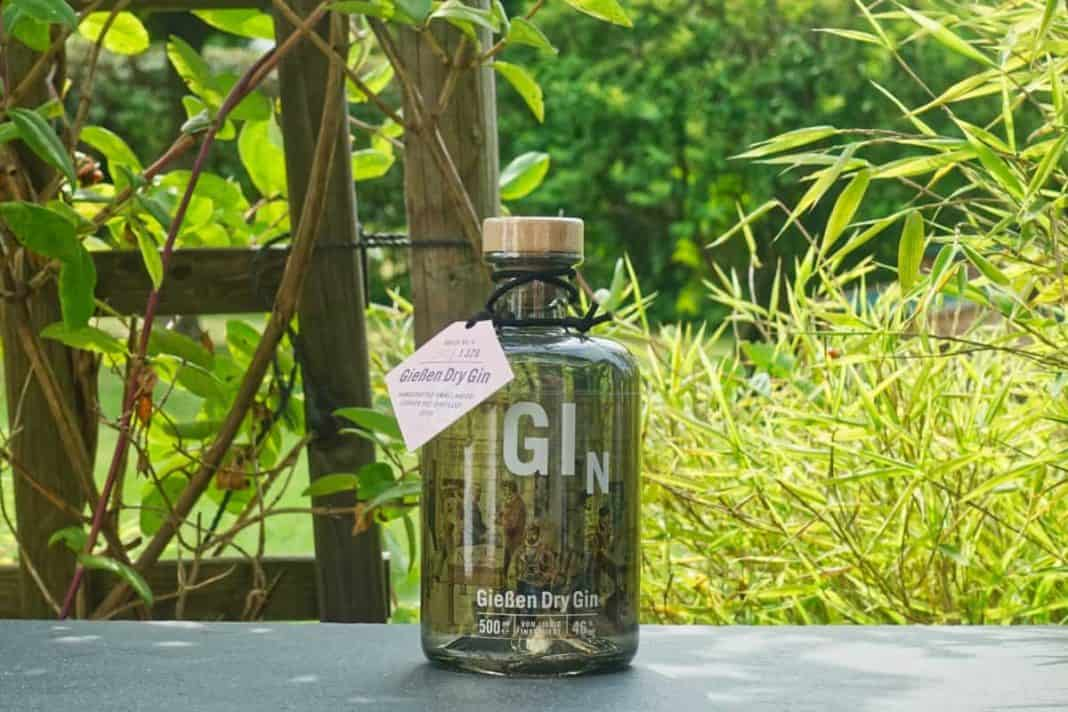 Eine Flasche des Gießen Dry Gins