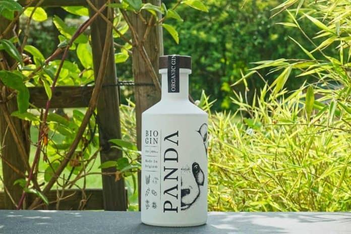 Eine Flasche des Panda Bio Gins