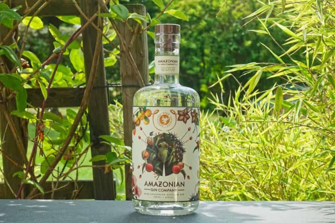 Eine Flasche des Amazonian Gins