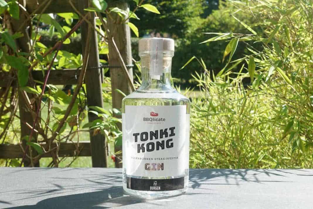 Eine Flasche des Burgen Tonki Kong Gins