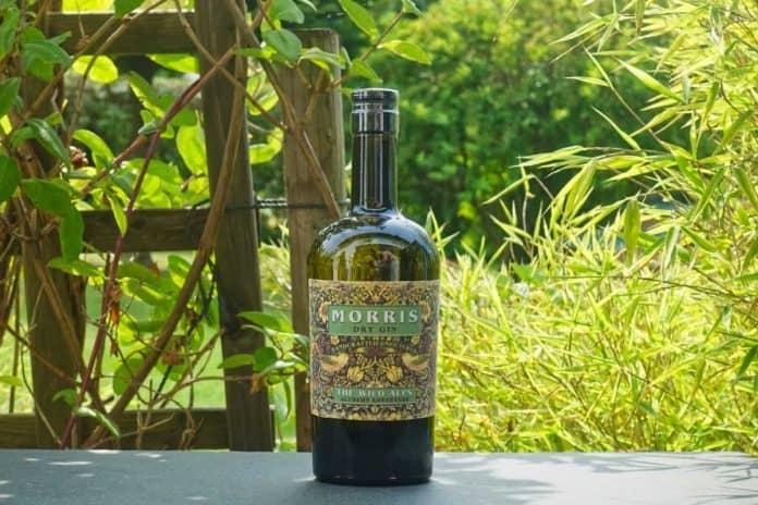 Eine Flasche des Morris Dry Gins