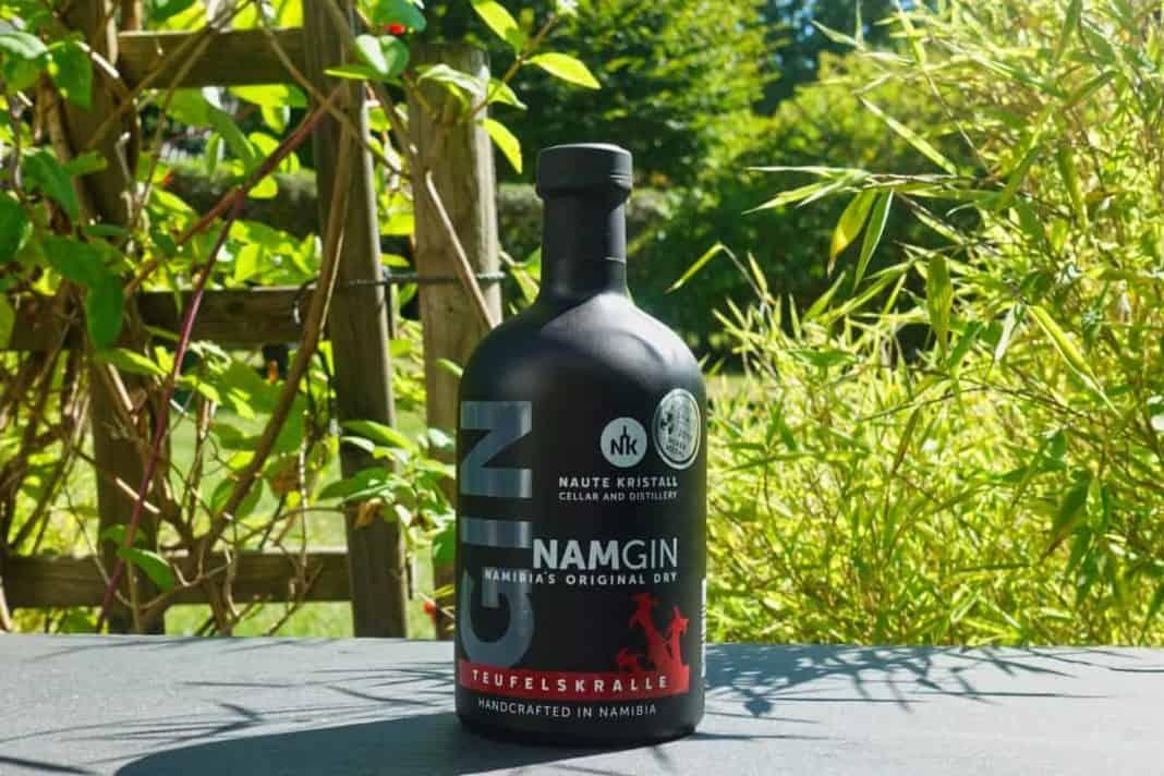 Eine Flasche des Nam Gins