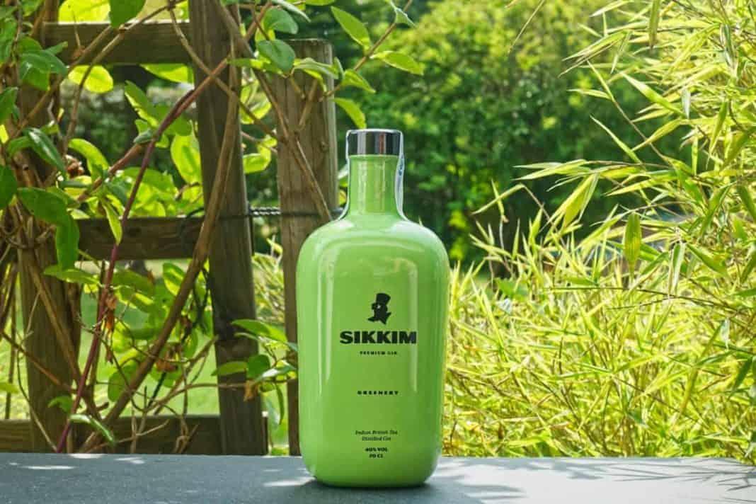 Eine Flasche des Sikkim Greenery Gins