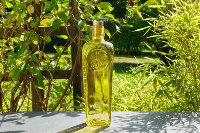 Eine Flasche des Catz Gins
