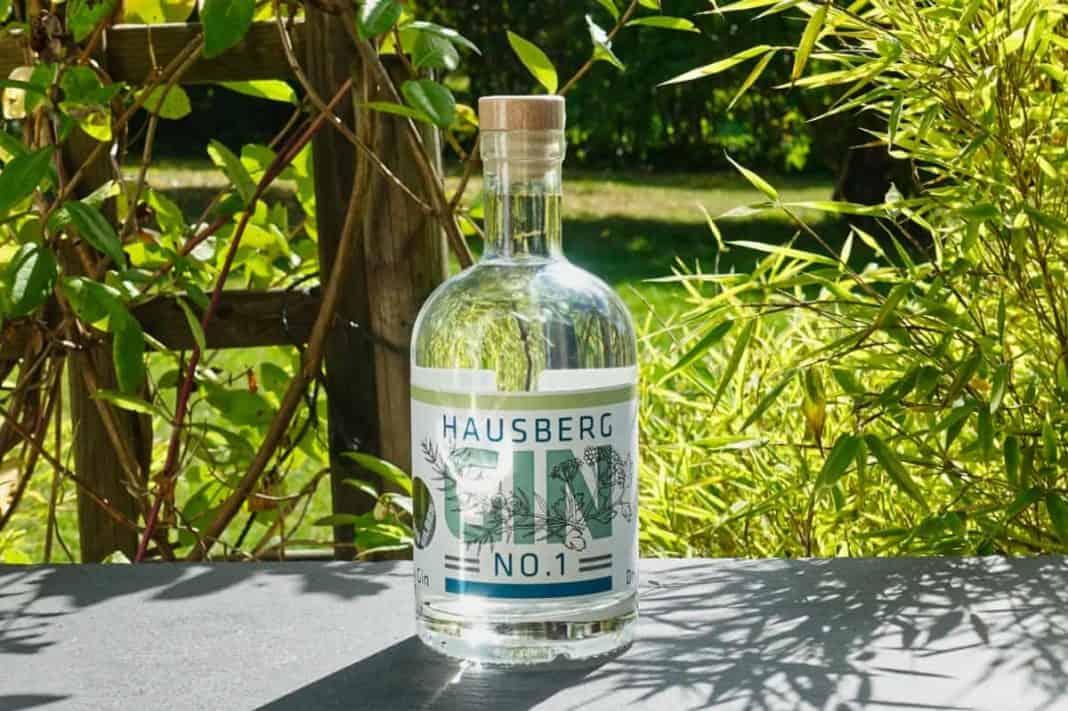 Eine Flasche des Hausberg Gin No.1