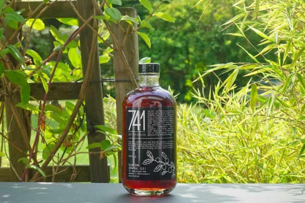 Eine Flasche des Sloe Gins 741